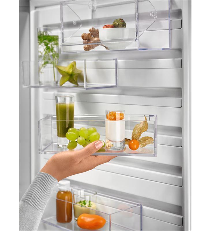 Electrolux LNC7ME32W1 frigorífico combi e 186cm Frigoríficos combinados - 86227045_0854146326